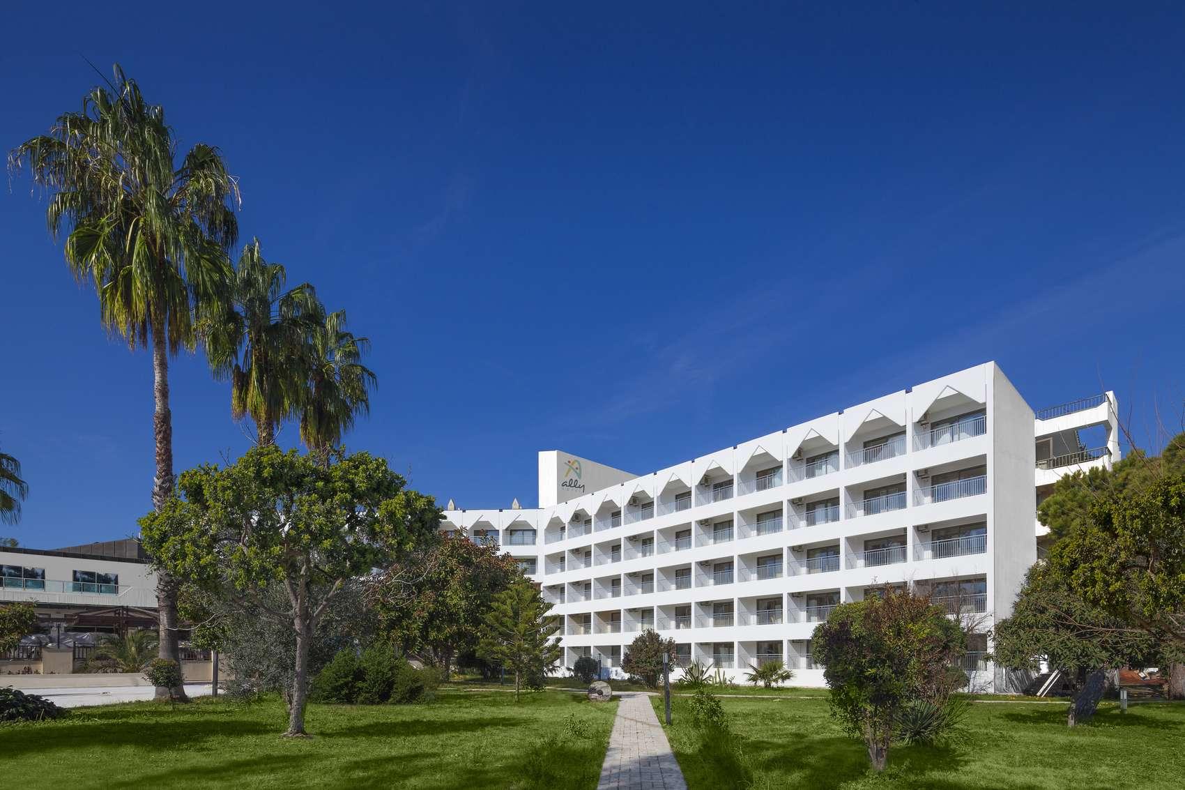 Serra Park Hotel 4+*