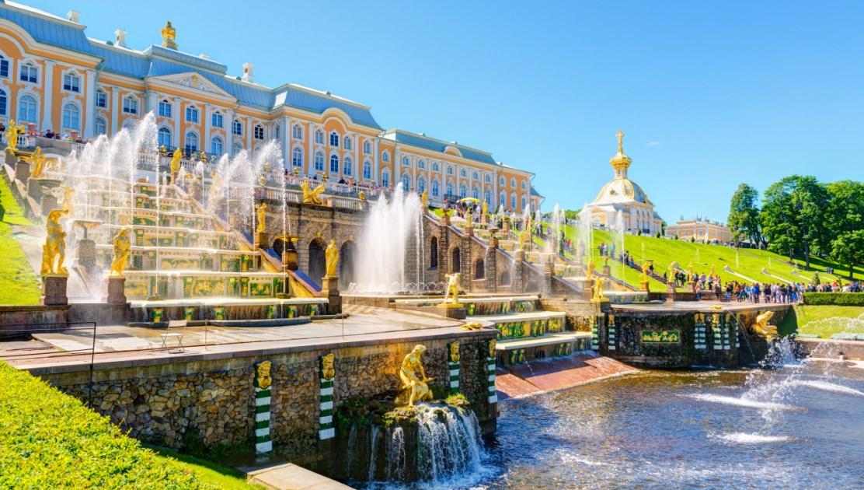 Санкт-Петербург на день открытия фонтанов от