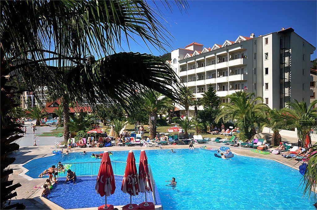 Pineta Club Hotel 4**