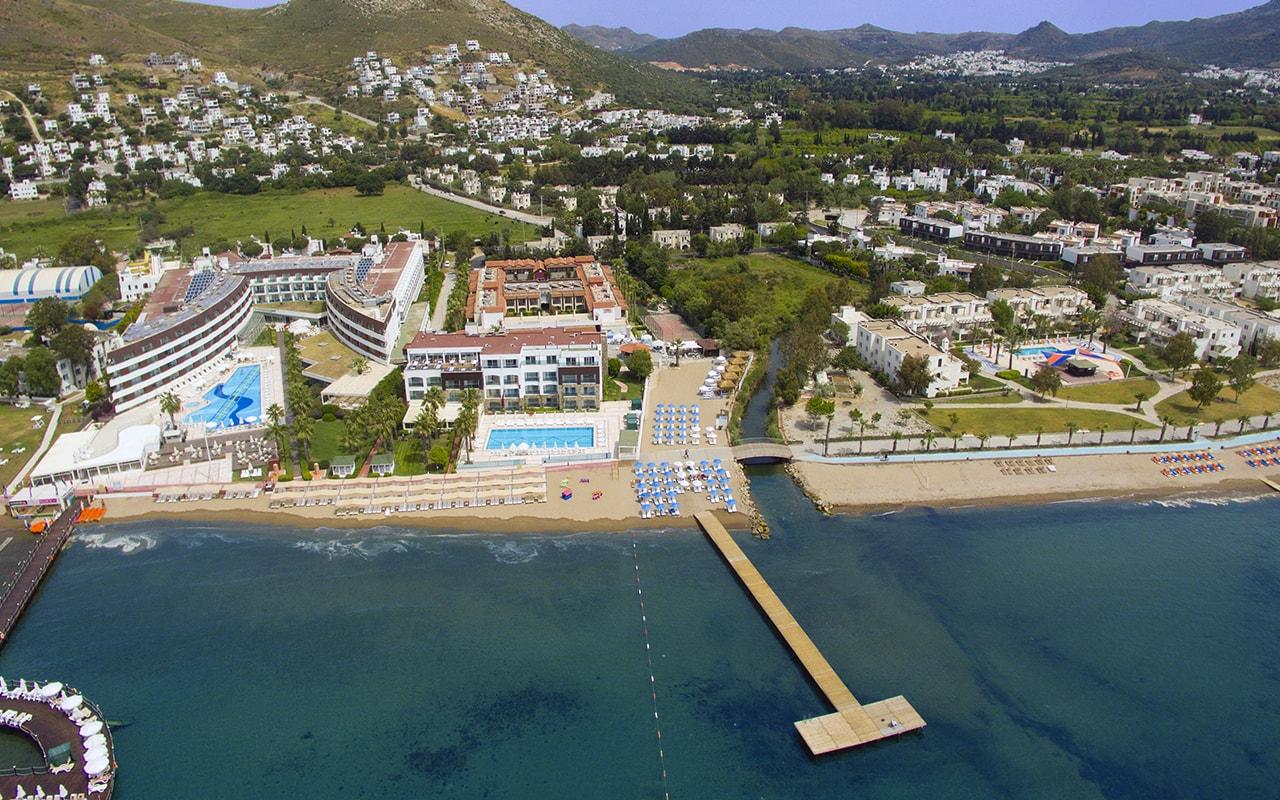 Tiana Beach Resort & Spa 4*